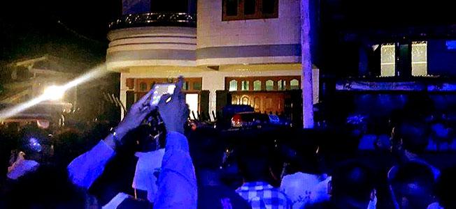 Rakhine mobs attack INGOs in Sittwe