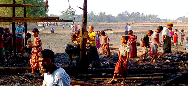 Rakhine set on fire the Doe Tan market in Maungdaw north